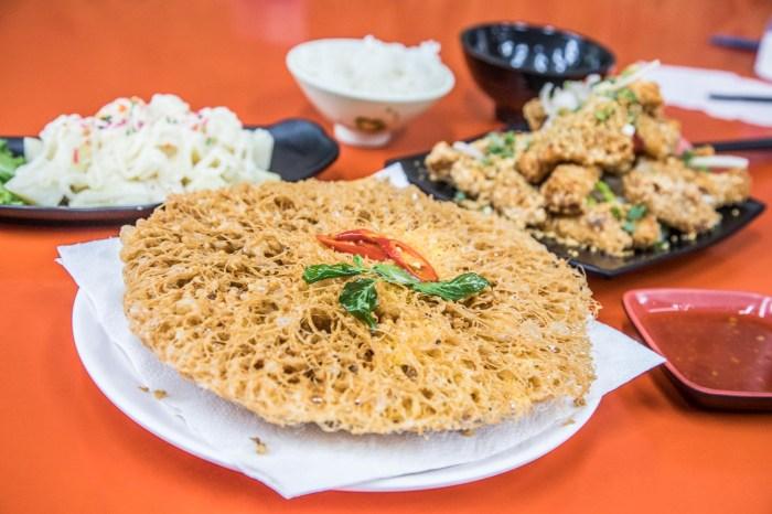 [小琉球美食]高記在地小吃/ 這玩意兒竟然這麼好吃!小琉球名菜蜂巢蝦!