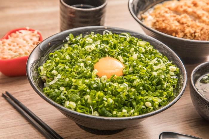 [桃園美食]新丼創意丼飯專賣-桃園中正店/傻爆眼的蔥多!這丼飯蔥滿到跟不用錢的一樣!