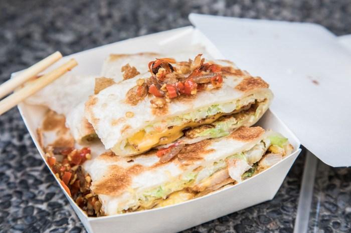 [台北美食]台北車站美食推薦,純手工脆皮蛋餅,小魚辣椒必加!蛋要酷手工蛋餅專賣店