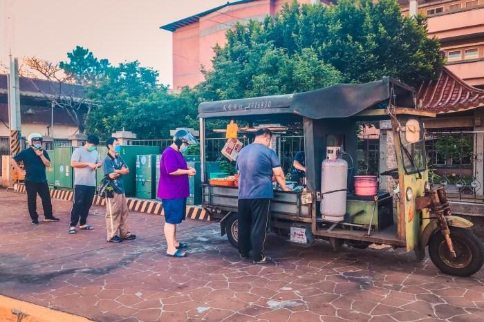 桃園美食》大竹報紙蛋餅 一天只賣三小時,光賣蛋餅一樣就排到不行,早上六點就大排長龍的報紙蛋餅!