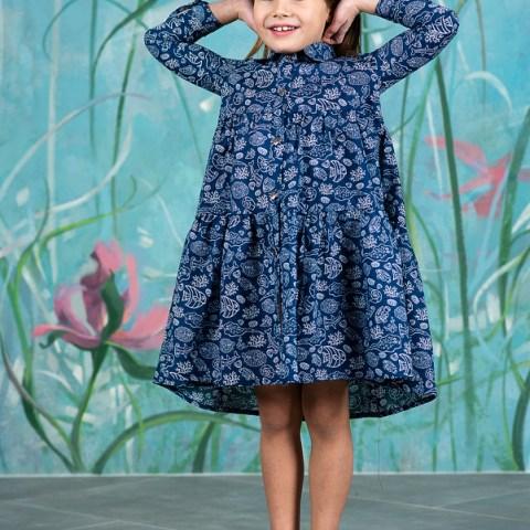Синее детское платье-рубашка для девочки принтованное с морскими обитателями