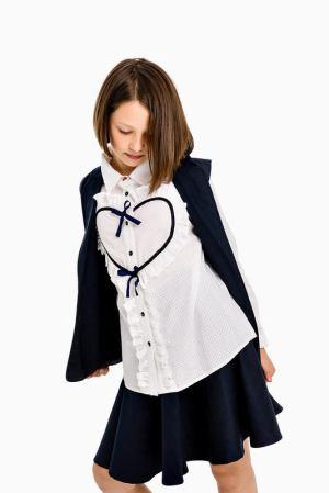 Белая школьная блузка с кокеткой-сердцем