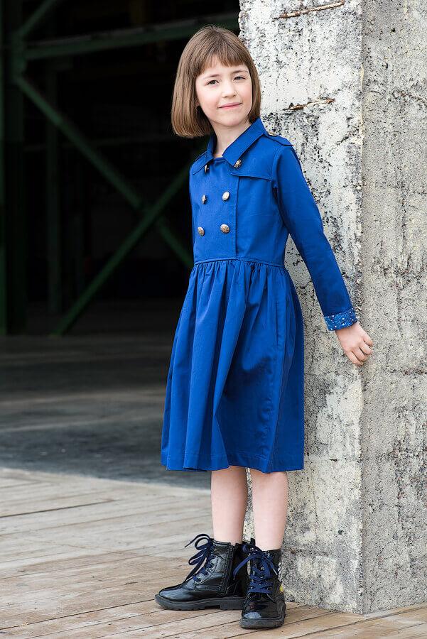 Платье на девочку синее с отлетной кокеткой и двубортной застежкой
