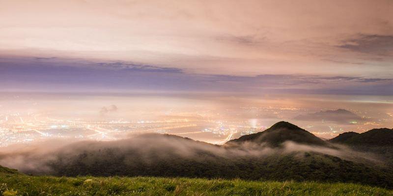 台北景點推薦》大屯琉璃夜 美麗的琉璃光 雲海 夜景