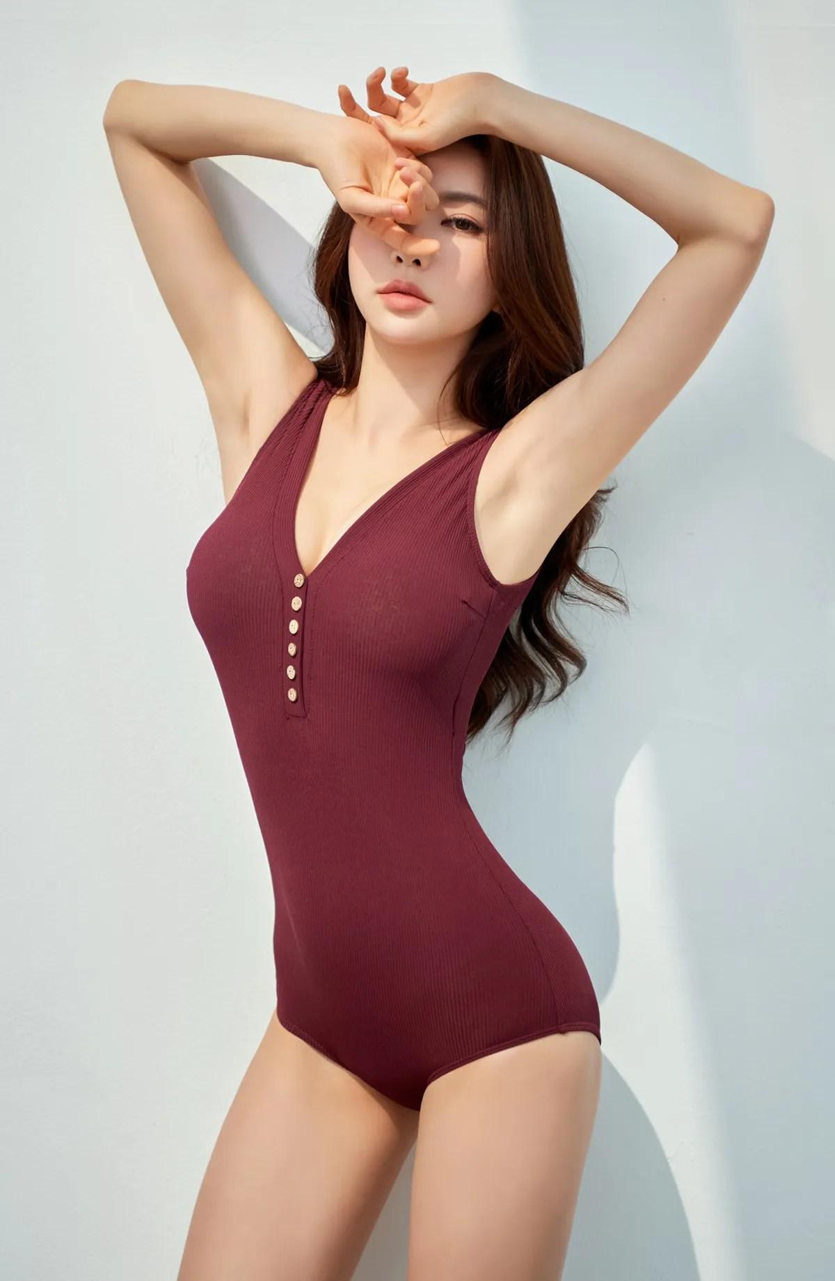 Park Suyeon / vendis / April 2021 / Beachwear Photoshoot