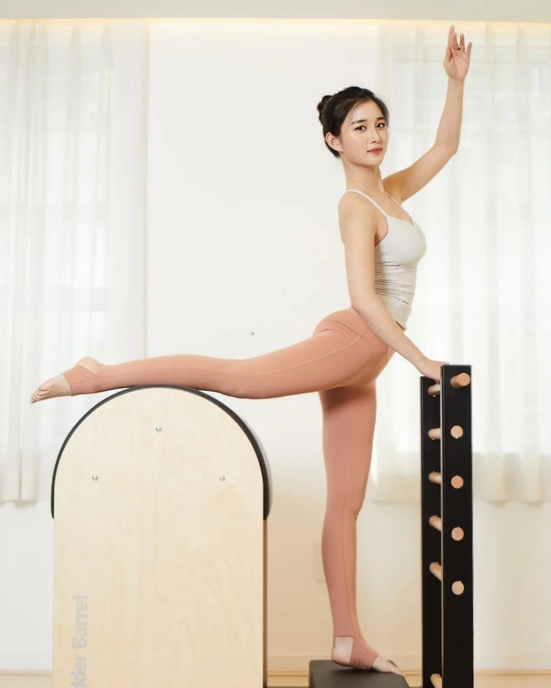 Shin Jisoo - Pilates Princess (former K-pop idol from Tahiti)