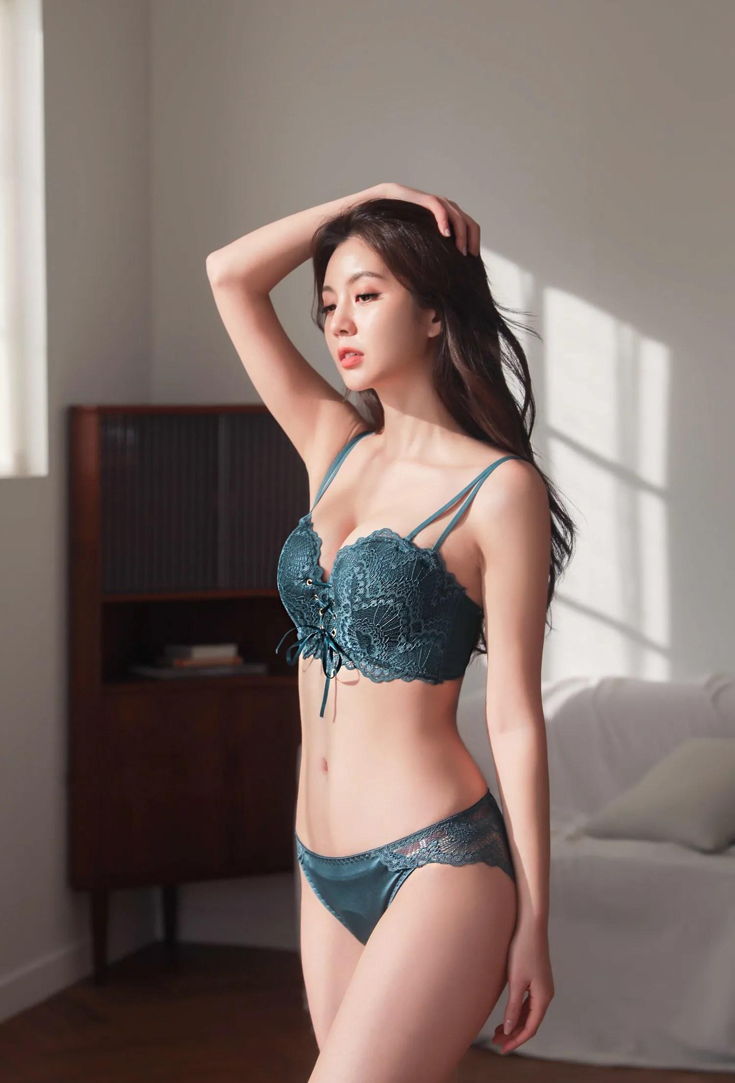 Lee Chaeeun / NUDMALL / April 2021 / Corset Bra Lingerie