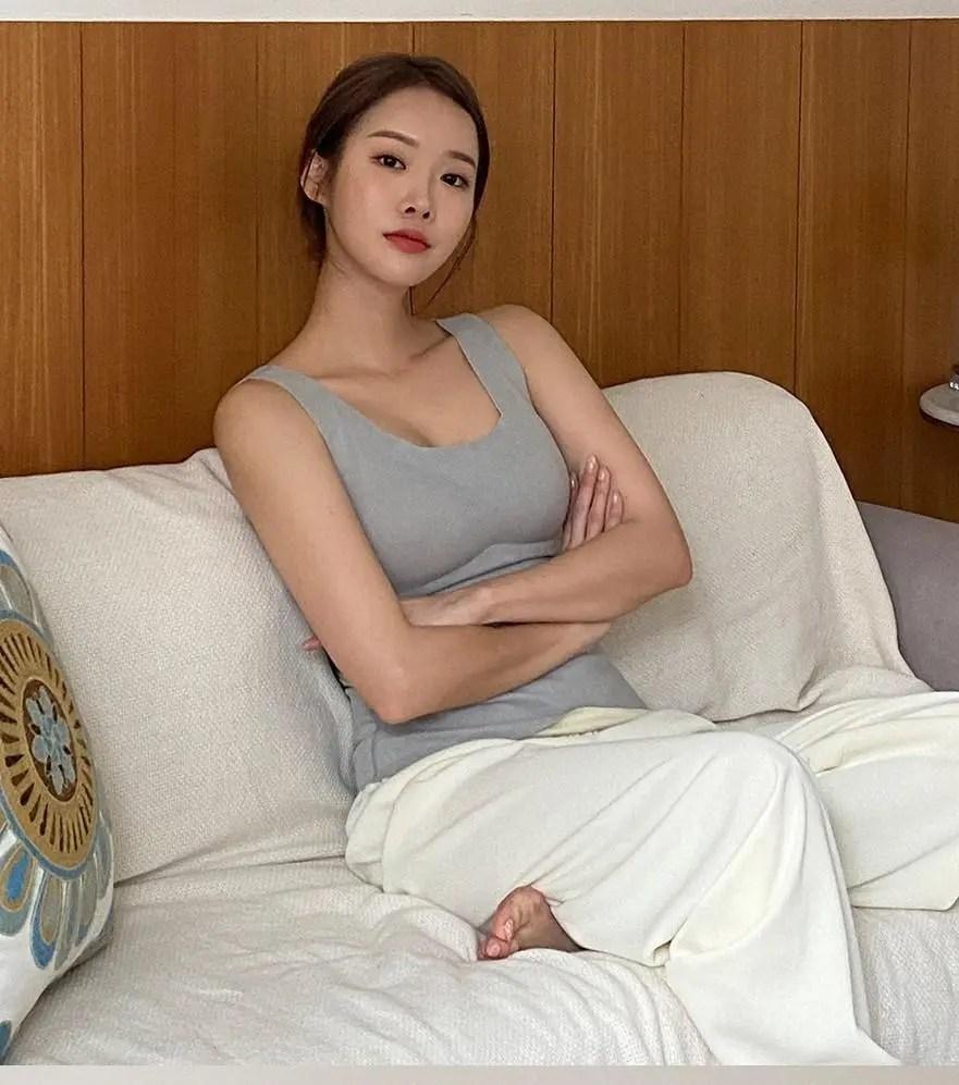 Park Ji-soo in Gray, Casual vs Sexy