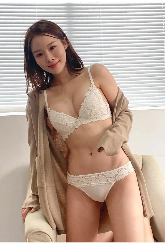 Park Ji-soo in White
