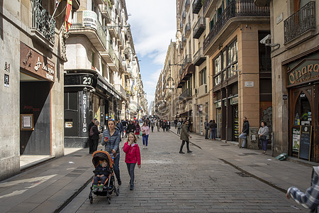 Barcelona street view photo image picture free download     Barcelona Street View