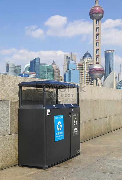 上海旅遊地標景點的分類垃圾箱圖片素材-JPG圖片尺寸4480 × 6576px-高清圖片501347159-zh.lovepik.com