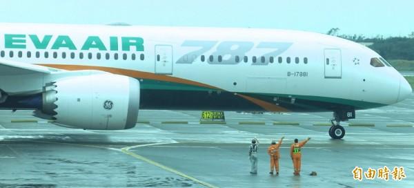 長榮首架波音787客機 臺北飛香港夢幻啟航 - 自由電子報影音頻道
