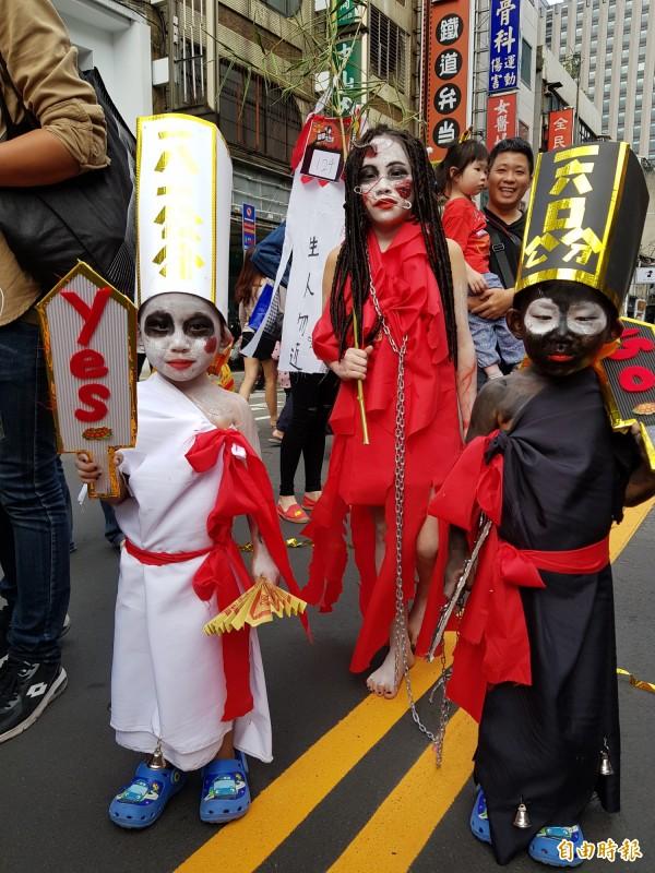府中商圈萬聖節遊行 逾百隊伍變裝「搞鬼」 - 生活 - 自由時報電子報