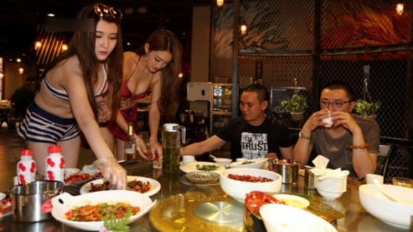 餐廳內清一色以男性居多。(圖擷取自網路)