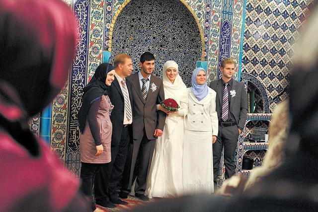 Homo Ehe Imam Traut Erstes Schwules Paar In Der Moschee Noktara De