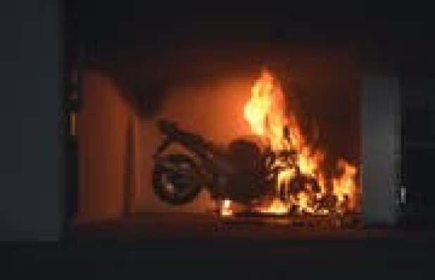 Die Ursache für den Brand des Motorrads wird noch abgeklärt. (Bild: Kapo)