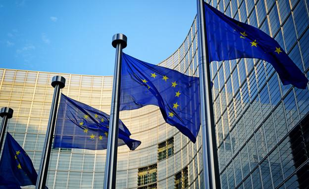 דגלי אירופה מחוץ לבניין הנציבות האירופית בבריסל (צילום: ShutterStock ,ShutterStock)