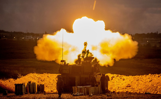 Les FDI tirent sur Gaza depuis la bande de Gaza (Photo: Yonatan Sindel, Flash 90)