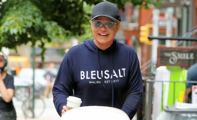 Yolanda Hadid Paparazzi.  June 2021 (Photo: Christopher Peterson / SplashNews.com, Getty Images)
