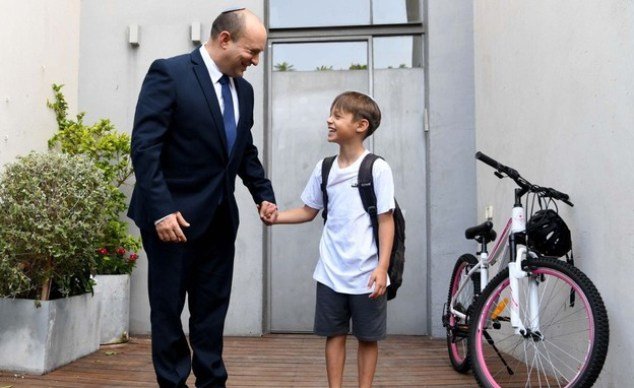 """The Prime Minister, Naftali Bennett, with his son David at the beginning of the limo year (Photo: Haim Tzach, L.A.""""M)"""