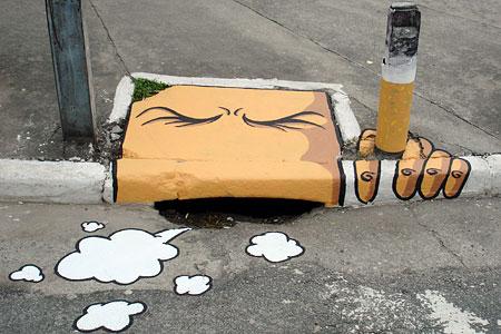 un tombino che fuma