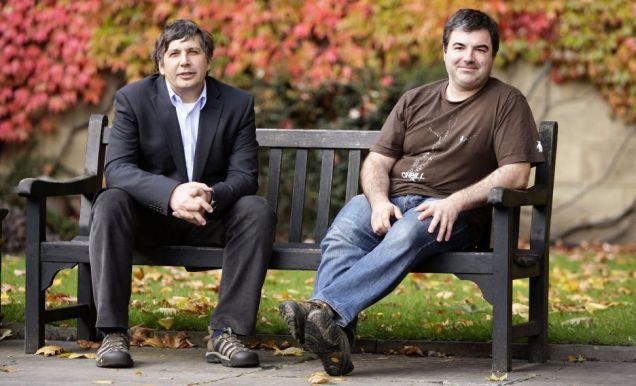 Hình 2. Andre Geim và học trò đầu tiên Kostya Novoselov (đồng giải Nobel 2010).