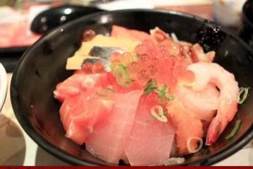 台北》定食8  兩百元巴滋巴滋尼莫蛋超豪華海景丼飯
