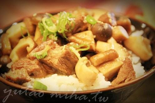 台北》漁陶屋日式料理,只要三百塊就有滿滿一大碗鮮嫩野薑菲力牛丼飯