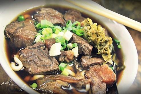 台北》建宏牛肉麵,八十塊擁有美味牛肉麵(C/P值高)