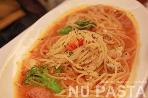 台中》平價創意餐廳NU Pasta:鹹的蜜糖吐司和像鮭魚卵大推薦的爆蛋奶茶