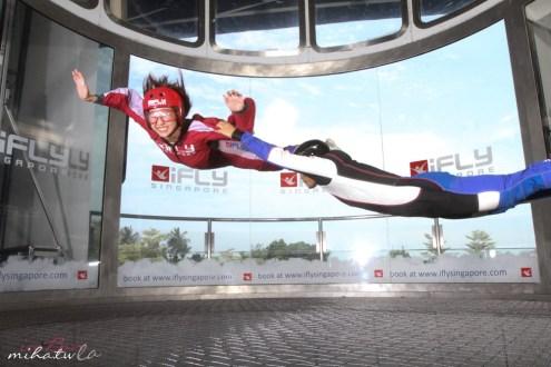 新加坡》iFly跳傘體驗 亞洲最大的室內跳傘館 飄在空中好好玩且超安全