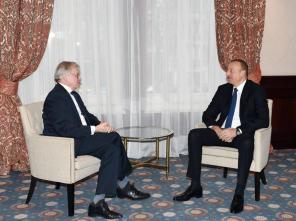 İlham Əliyev Brüsseldə AŞPA-nın sabiq prezidenti Rene Van der Linden ilə görüşüb - YENİLƏNİB - FOTO