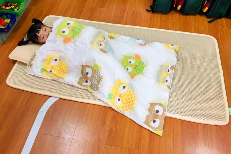 上學用品》isufu3D AIRMESH 兒童高透氣午休墊組。可當幼稚園睡袋~午睡好舒適