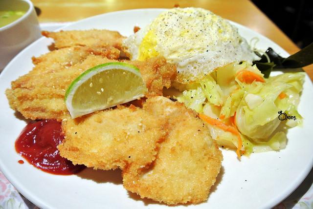 捷運台電大樓站美食 | 牙買加倉庫 豐富的異國餐點 提供給不同國籍的顧客
