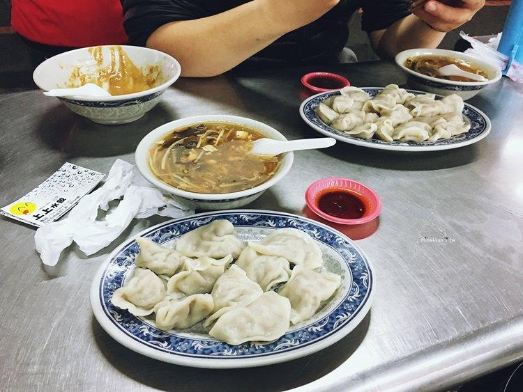 台中西區美食 上上水餃 向上市場 一粒只要2.5元 小菜 麵食飯類 熱湯 選擇多樣 SINCE1985