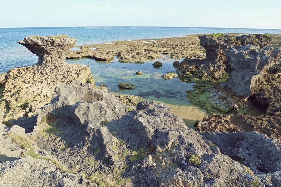 沖繩南城景點 奧武島 竜宮神 奥武島ハーリー 奥武島海神祭 聽說選手們都會來這邊祈禱平安 貓咪島不只有天婦羅而已喔