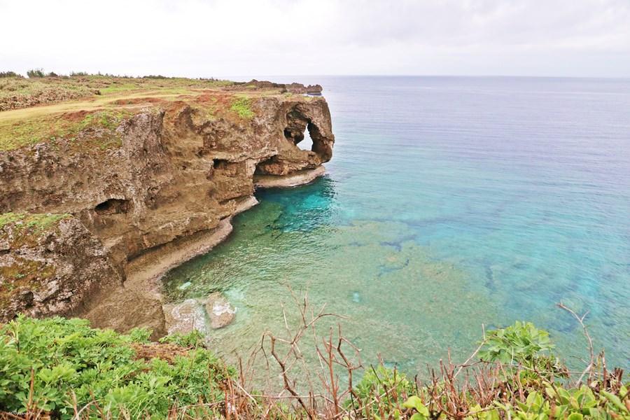 沖繩恩納景點 万座毛 萬座毛 日版象鼻岩 珊瑚礁形成的斷崖 琉球國王讚嘆的大草原