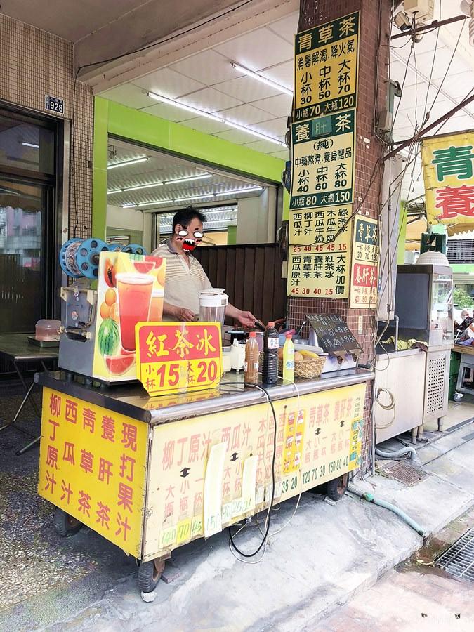 臺中西屯美食 大墩路無名果汁攤 中藥行與水果行都在旁邊 青草茶 養肝茶 現打果汁 紅茶冰 - 夢想環遊日本
