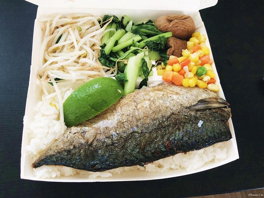 台中西區美食 每日食 精誠路便當店 熱湯自助享 鄰近三個便當即可外送