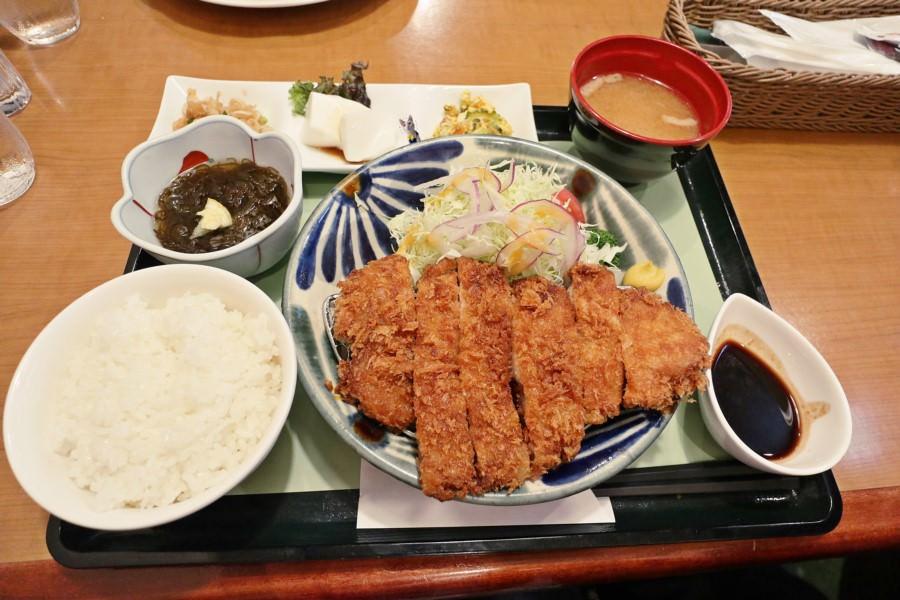 沖繩那霸美食 ROYAL Coffee Shop 那霸機場國內線美食街 早午餐 沖繩在地料理 義大利麵 牛排 炸豬排 蛋包飯 甜點
