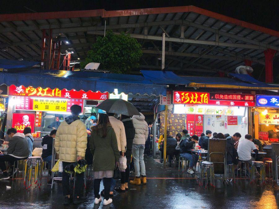 宜蘭羅東美食 阿灶伯 當歸羊肉湯 臭豆腐 羅東夜市排隊小吃 在地老字號老店 不管下雨天 平日天都一堆人啊!