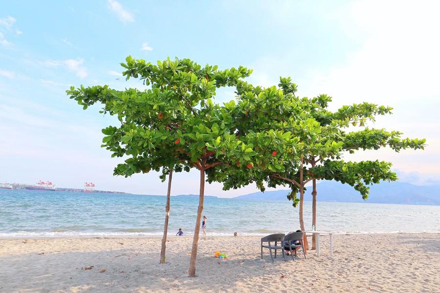 菲律賓景點 Subic Bay 蘇比克灣海灘 SBMA Beach 免費又漂亮 燈塔 潛水 異國風飯店 餐廳美食聚集 親子同遊 老少咸宜