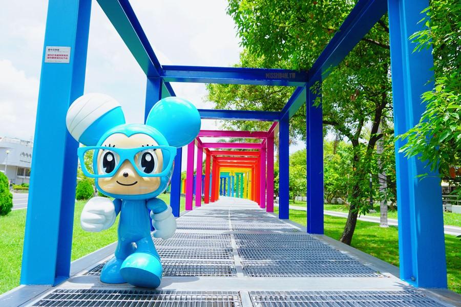 台南新營景點 新營美術園區 童年狂想曲 不二良 公仔創意「小鼠」彩虹長廊 一公里長藝術裝置