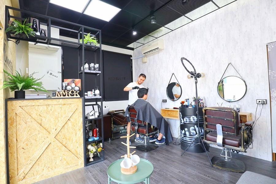 台中豐原剪髮推薦【鄉巴佬男士理髮廳 Boorish Barbershop】專屬男性的髮廊!油頭/寸頭/凱薩頭/修容