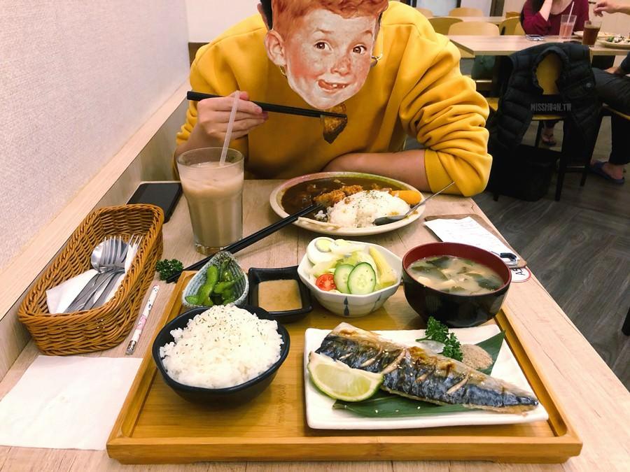 台中北區美食【小町日和料理所】限定柴犬飯糰超可愛!一中街日式料理餐廳!免費雞湯喝到飽!