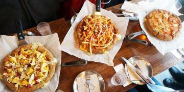 【旅遊✈KOREA】《2016首爾行*春》建大入口站212、727/Rigoletto Chicago Pizza&Bar。愛吃起司朋友看過來!起司多到滿出來~牽絲太犯規,另有藍色貨櫃屋COMMONGROUND커먼그라운드、彩虹蛋糕