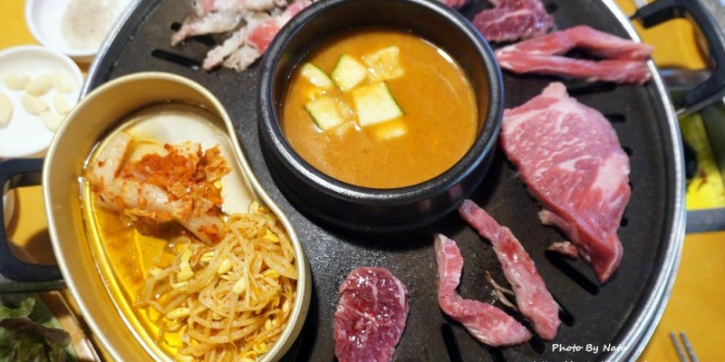 釜山自由行│西面美食‧生牛肉製造所생고기제작소。西面燒烤吃到飽!有豬肉、牛肉可以選擇~熱泡菜+生菜配上烤肉超match