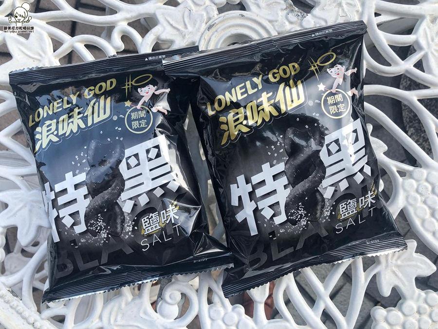全家便利商店限定版 黑色浪味仙,黑嚕嚕的海鹽滋味