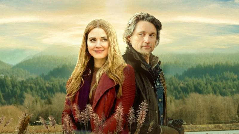 "Nurse Melinda Monroe (Alexandra Breckenridge) and the bartender Jack Sheridan (Martin Henderson) in the romantic series ""Virgin River"" on Netflix."