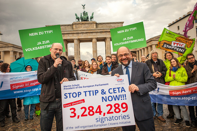 Martin Schulz accepte 3,3 million signatures de l'ICE Stop TTIP